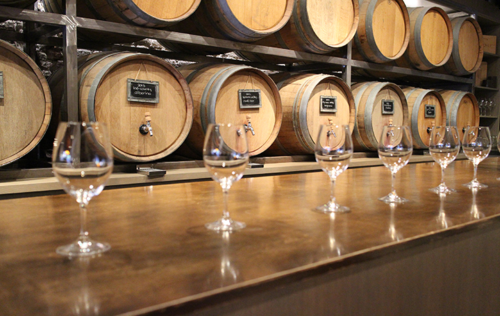 Barrique-Wine-Glasses-with-Barrels-copy