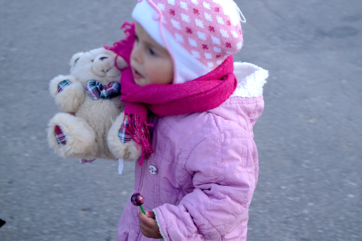 She carries only what is necessary: a lollipop and a teddy bear!